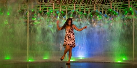 dancing in the melbourne fountain