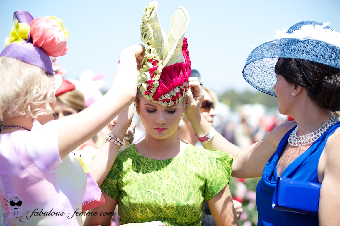 spring racing fashion - melbourne - helping hands are important