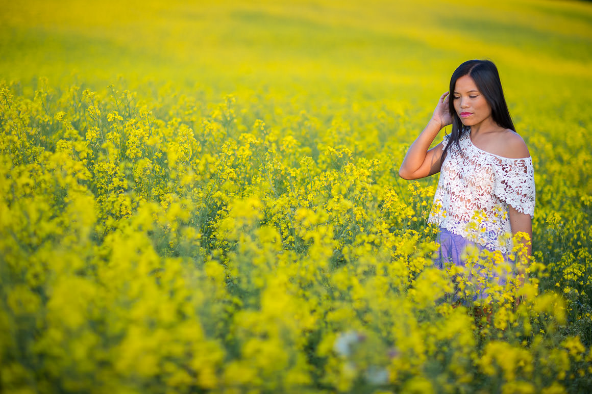 flower field - girl posing in field