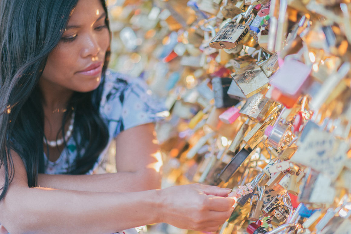 blogger at pont des arts - paris