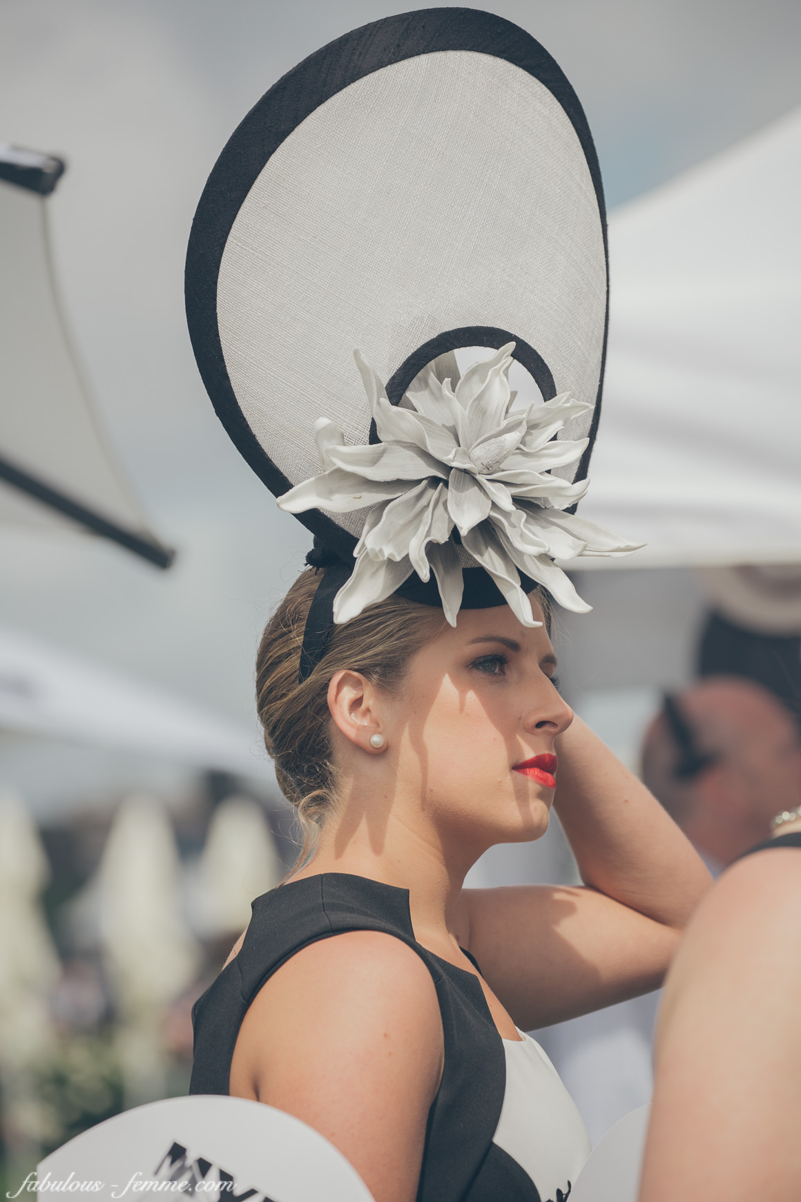 derby-day-black-white-fashion-trends15