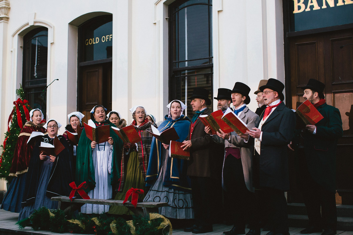 singing christmas carols in sovereign hill