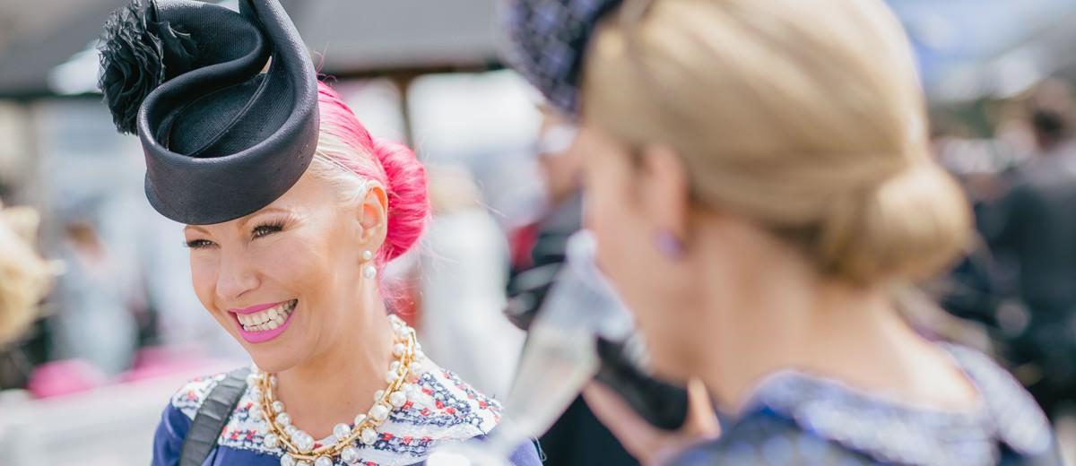 Anna Mott - racing fashion TV - Fashions on the Field