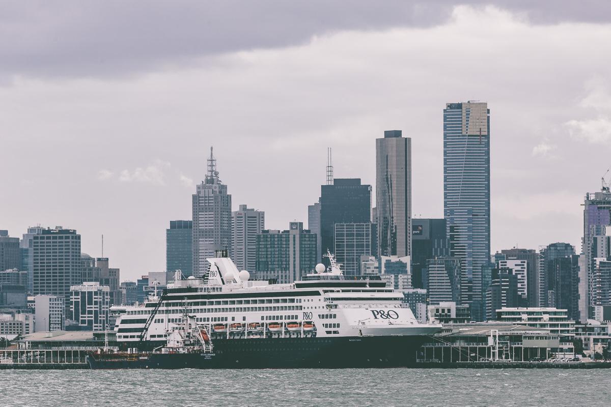 melbourne skyline - po cruise ship