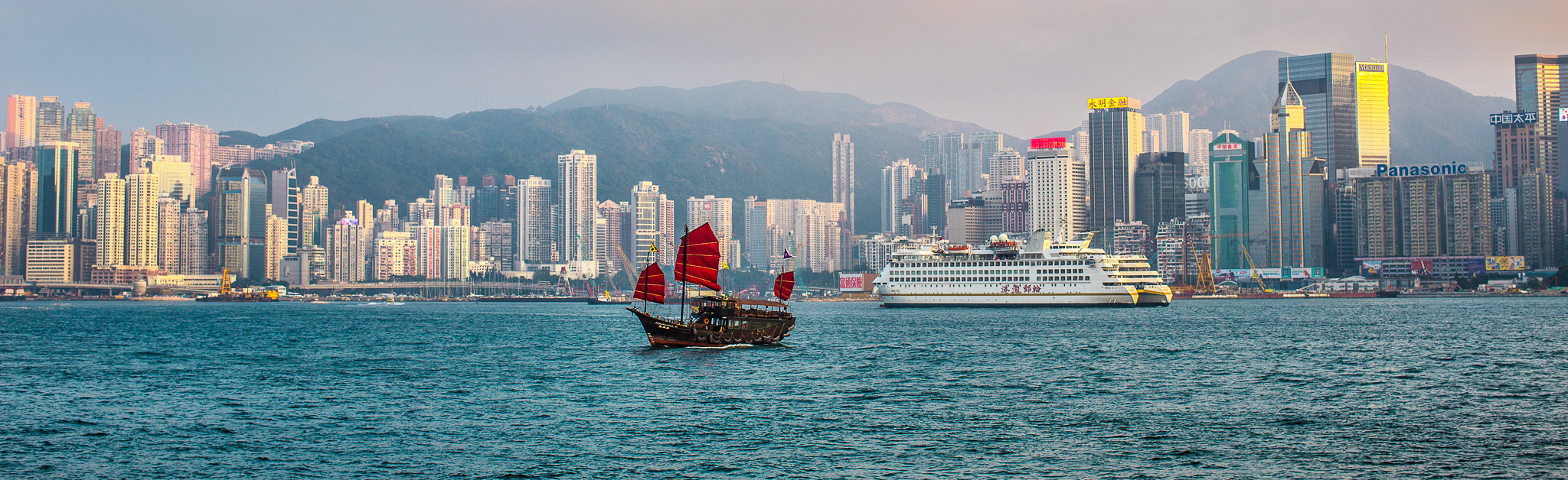 hong kong skyline - travel and lifestyle photography