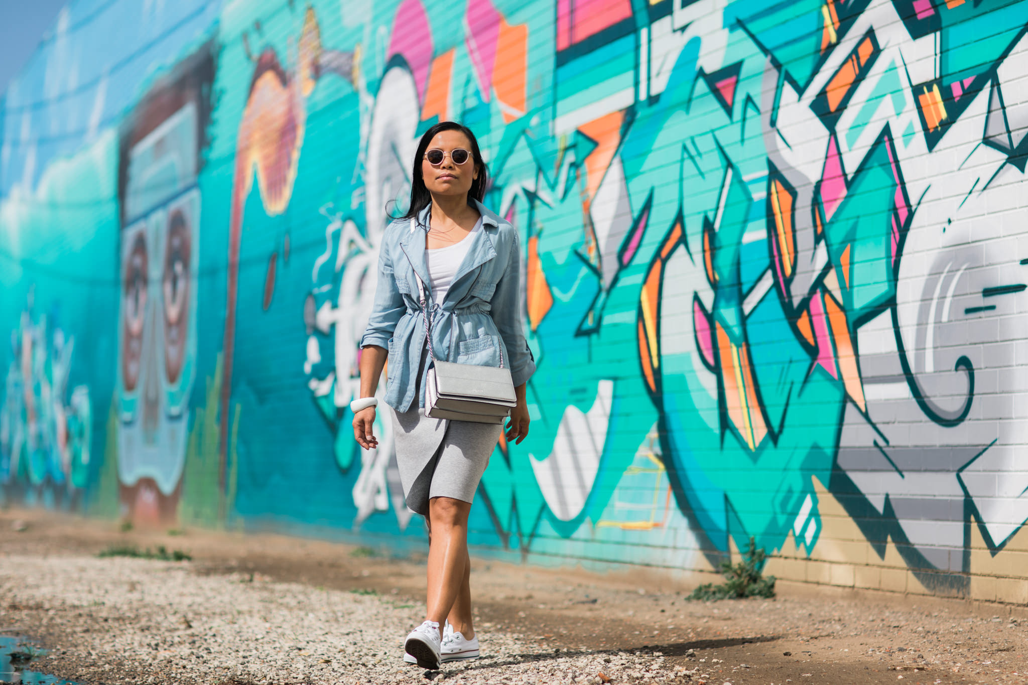 fashion and lifestyle blogger discovering melbourne street art