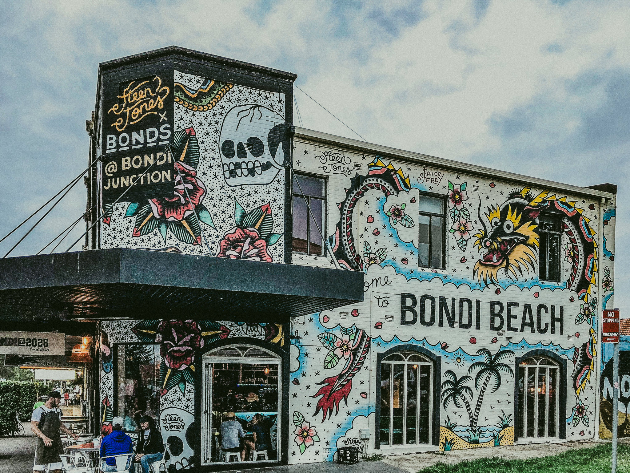 bondi beach cool street art