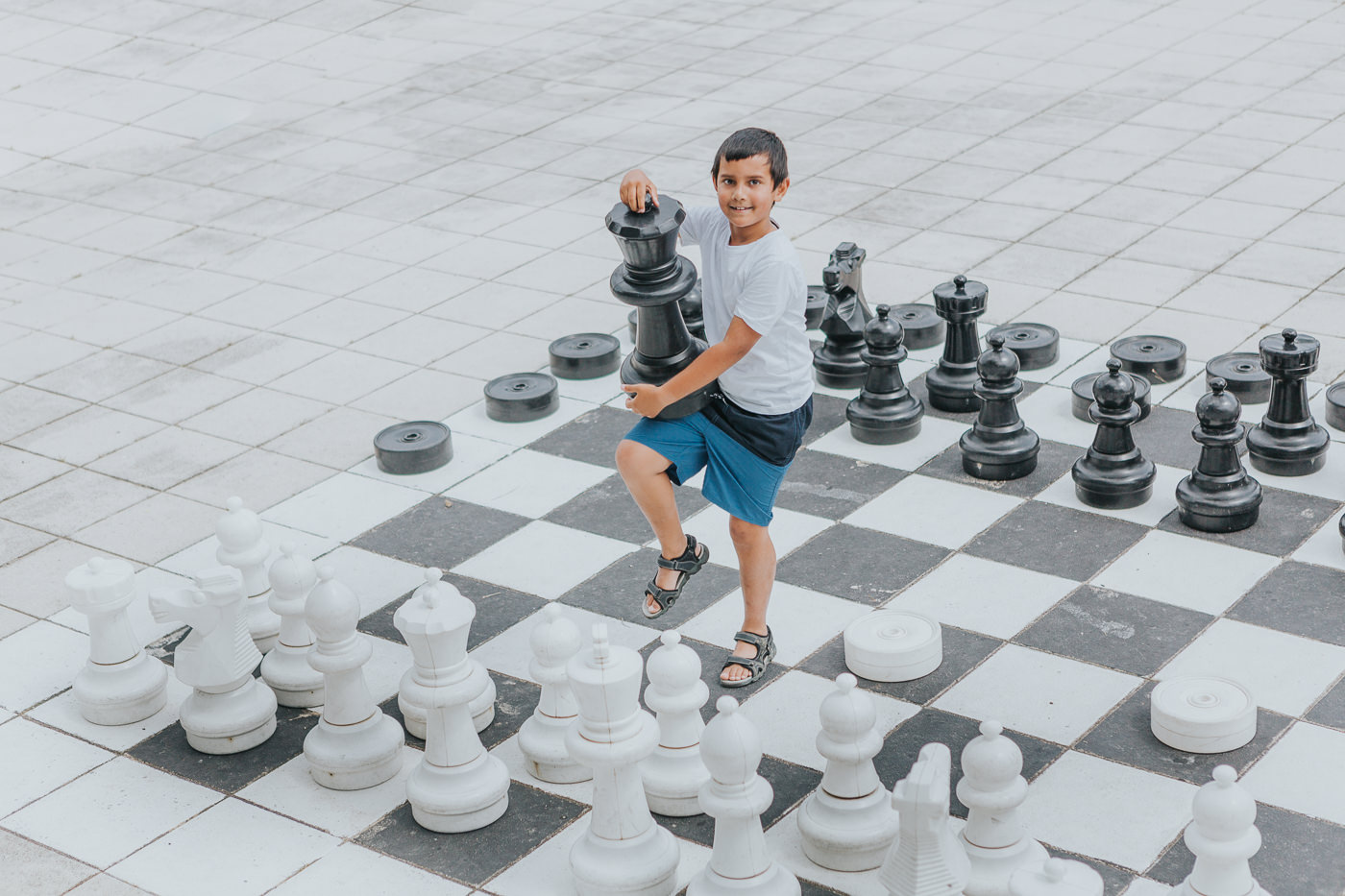 boy playing giant chess - best photography