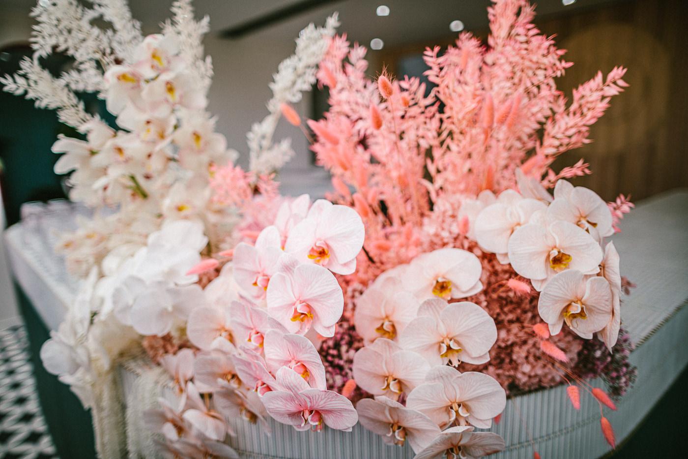 flower arrangement in pink