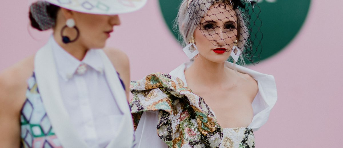 moments at the races - best candid photos of the Melbourne Spring Racing Canrnival on Oaks Day - stunning outfits and hats